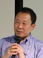 丹 康雄 氏